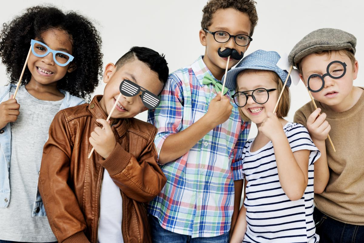 kids-groupof5-funnyglasses.jpg