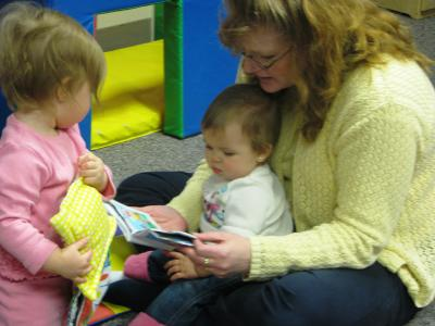 daycare-reading-veryyoungkids.jpg