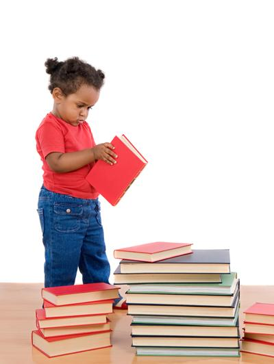 girl-small-childreading-manybooks