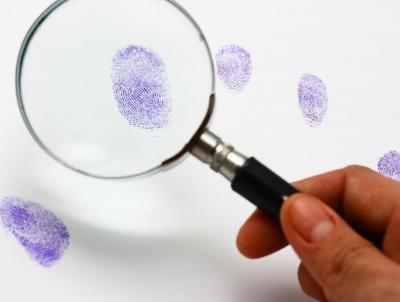fingerprint-magnifying-glass
